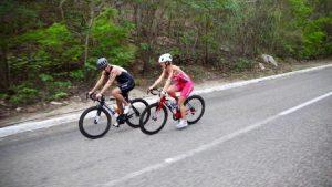 Categoría Sprint comprende -750 metros de nado en el mar, 20 km de ciclismo y 5 km de atletismo-.