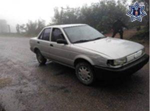 Nissan Tsuru gris, placas SG34205 de Puebla y serie 3N1EB31S5YL164024.
