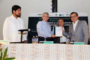 La conferencia fue dictada en el marco de la firma de convenio de colaboración entre el CIDE y el IAIPO.