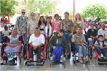 Beneficiados con sillas de ruedas