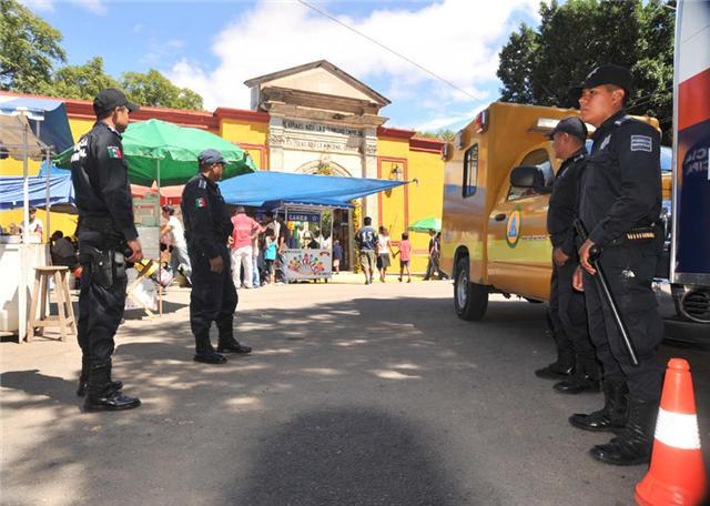 Anuncia Salud operativo permanente en panteones por Todo Santos