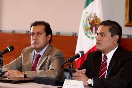 Ofrece gobierno de Gabino Cué recompensa de 500 mil pesos, para localizar dirigente de la 22 desaparecido
