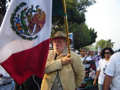 Arriba Marcha por la Paz al Zócalo de la Ciudad de México