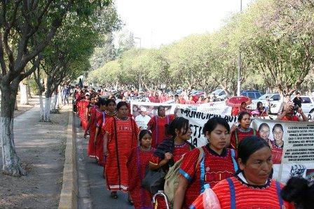 Denuncian complicidad del gobierno de Oaxaca, con verdugos de desplazados Triquis