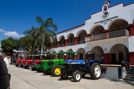 Destinan siete mdp en obras, maquinaria y recursos para el campo de la Costa de Oaxaca