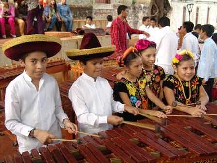 Asisten niños y jóvenes al Campamento de Verano del Rincón de la Marimba