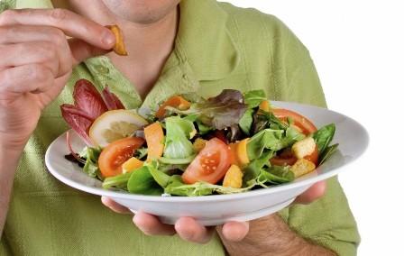 Dieta rica en frutas y verduras, agua simple y ejercicio ayudan a ...