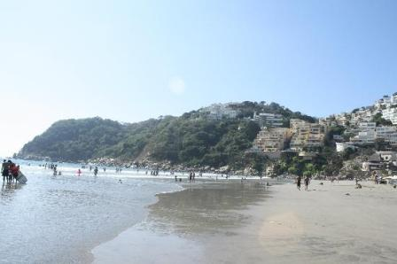 Violan empresas turísticas leyes al impedir libre acceso en playas