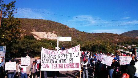 Indiferencia de gobierno de Oaxaca provoca bloqueo carretero en el Istmo