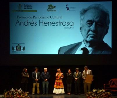 """Entrega LXII Legislatura de Oaxaca premio """"Andrés Henestrosa"""" a Diana Manzo"""