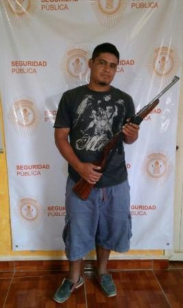 Uno de tres detenidos con armas de fuego