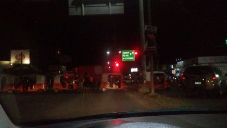 Realizan transportistas bloqueos en Oaxaca por detención de dirigente