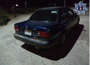 Nissan, azul y placas de circulación HBJ77A del Estado de Guerrero.
