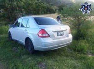 Automóvil Nissan, TIIDA, serie 3N1BC1AD7HK202140, placas NBL8291 del Estado de México, gris.