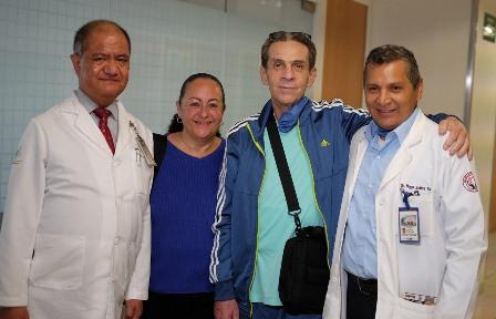 Colocan cirujanos del IMSS el tercer corazón artificial; Funciona de manera portátil con apoyo de baterías