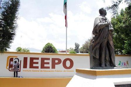 Entrega IEEPO petición a SEP