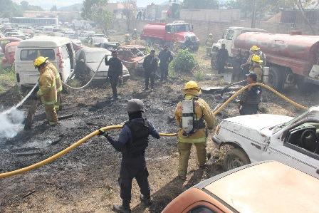 """Dañados 18 vehículos por incendio en encierro oficial """"Primavera"""" de San Jacinto Amilpas"""