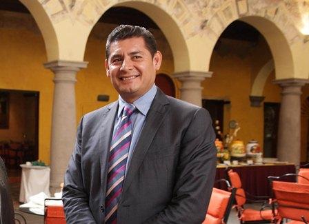 Ejerceré mi derecho a participar por la candidatura al Gobierno de Puebla: Armenta Mier