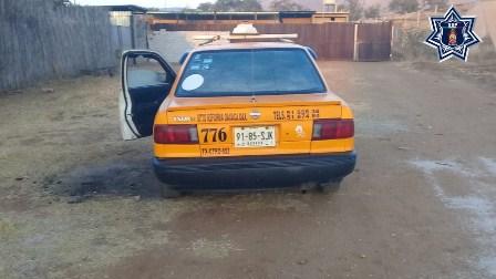 Recupera Policía Estatal vehículo del servicio público robado en Miahuatlán