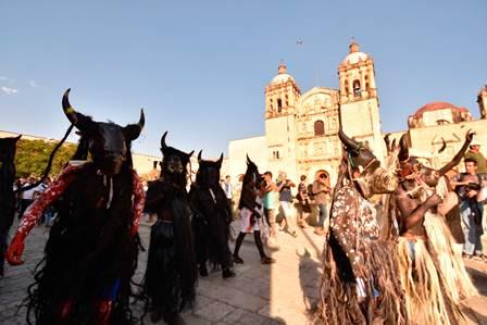 Cautiva la alegría de la primera muestra de carnavales de los Valles Centrales