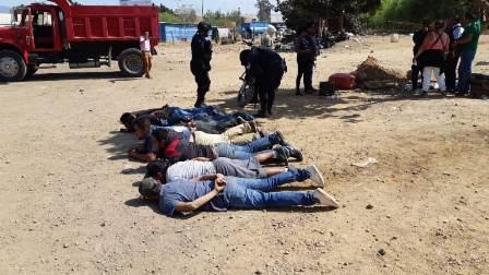 Deja cuatro heridos y nueve detenidos enfrentamiento entre transportistas en Oaxaca
