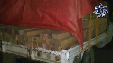 Detienen a persona por no acreditar procedencia de madera, en la Mixteca