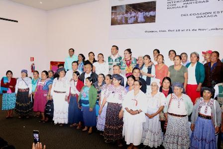 Capacita IMSS-Bienestar a 200 parteras rurales para disminuir muerte materna