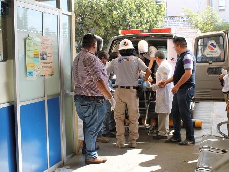 Atiende Red de Servicios de Salud a accidentados de autobús: Donato Casas