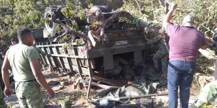 Sufre accidente vehículo de la Guardia Nacional en Oaxaca; cinco muertos y 25 heridos