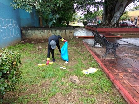 Sanciona Ayuntamiento de Oaxaca de Juárez a ciudadana que abandonó basura en vía pública