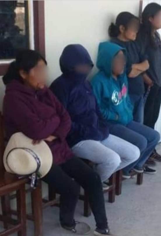 AGREDEN A MUJERES  AGENTE MUNICIPAL Y PRESIDENTE DEL COMISARIADO DE SAN ANDRÉS YUTATÍO, POR DESPOJO DE TIERRAS