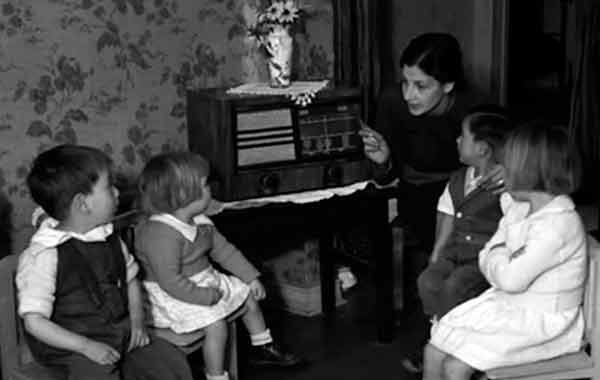 CON LA PANDEMIA RESURGE A LA RADIO