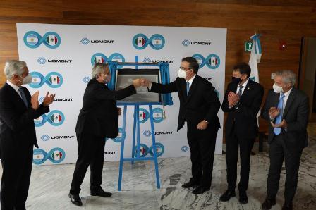 Supervisan presidente de Argentina y canciller de México laboratorio donde formularán y envasarán vacunas