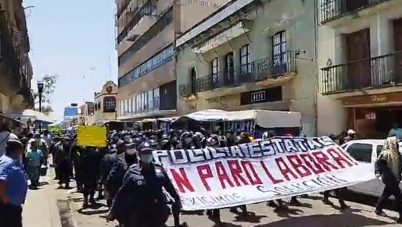Sigue el paro, no hay cuerdo entre policía y gobierno de Oaxaca