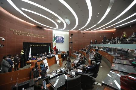 Solicita Senado informe sobre recursos destinados para protección de personal médico