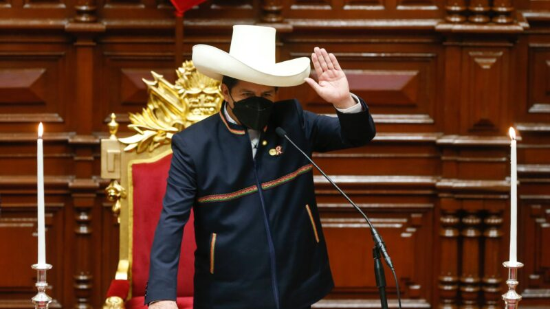 Toma protesta el maestro rural Pedro Castillo, como presidente de Perú