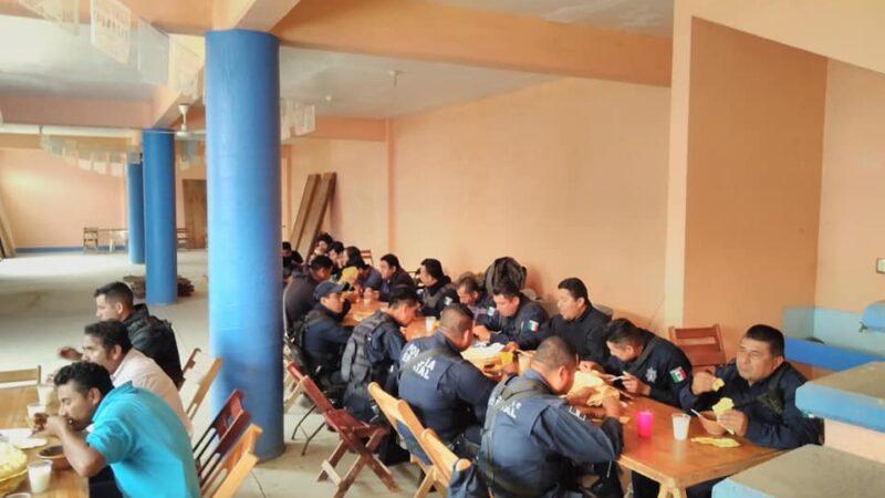 Al llegar el gobernador Alejandro Murat a dialogar, liberan a policías, agentes y a funcionarios  -Video-