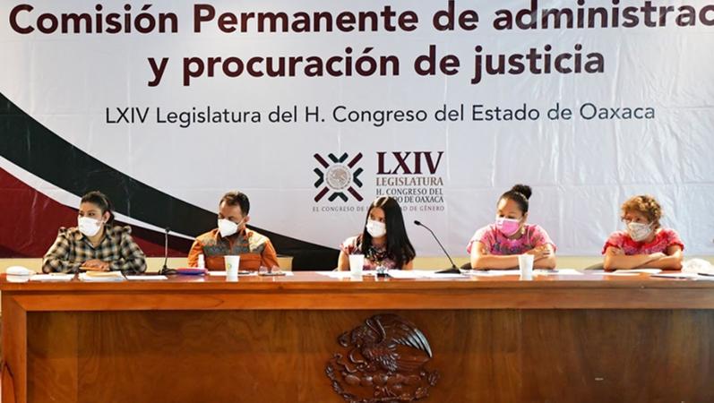 MUJERES DEMANDAN A LA COMISIÓN DE ADMINISTRACIÓN Y PROCURACIÓN DE JUSTICIA DEL CONGRESO DE OAXACA, NO DESIGNAR MAGISTRADOS A PERSONAS SIN PERFIL, AL SERVICIO DE LA JUSTICIA PATRIARCAL -VIDEO-