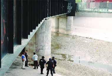 Agentes de EU asesinan a tiros a joven mexicanos