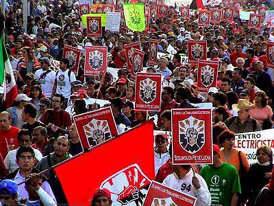 Foto de archivo: marcha del Sindicato Mexicano de Electricistas