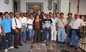 Foto archivo, autoridades agrarias de Santa María Chimalapas y el gobernador de Oaxaca en Palacio de Gobierno de aquella entidad en el pasado mes de abril