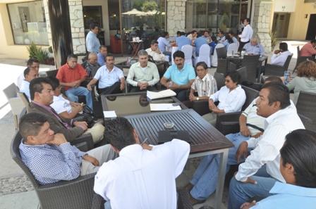 Diputados con habitantes de Santa Lucía