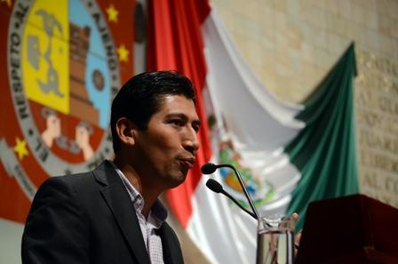 coordinador de la fracción parlamentaria del Partido de la Revolución Democrática (PRD) en el Congreso del Estado