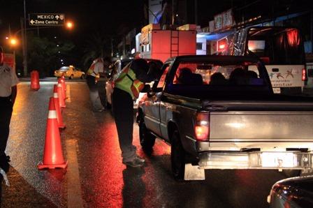 Por un Oaxaca libre de accidentes, activa SSPO operativo Alcoholímetro; Seis arrestados