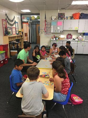 Atienden a escolares migrantes