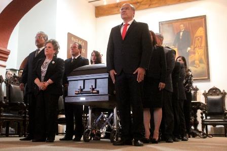 Homenaje póstumo y de cuerpo presente