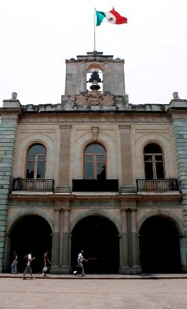 El relevo de gobernador en Oaxaca es demasiado largo