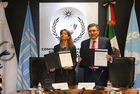 Suscriben Nuria Sanz y Luis Raúl González