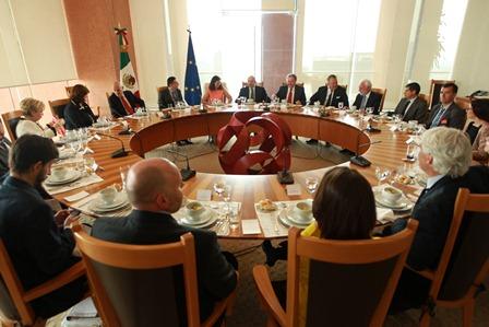 Actualizan aspectos políticos y de cooperación