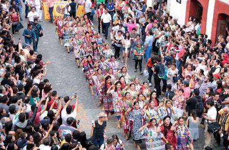 Tradicional convite en Oaxaca